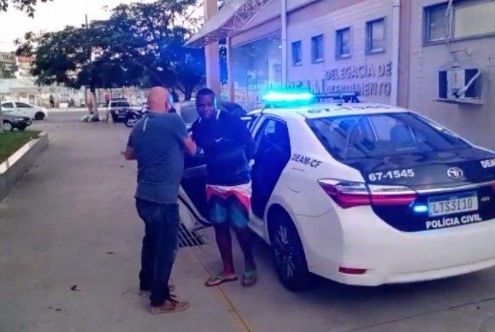 Antonio Silvino Santos de Jesus foi detido por agentes da Deam Cabo Frio