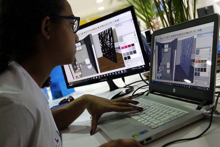 Os cursos são realizados na plataforma do ambiente virtual de aprendizagem, que conta com uma sala de aula virtual com múltiplos recursos de interatividade
