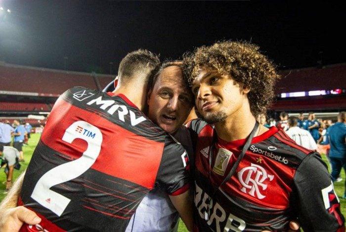 Arão e Gustavo Henrique é a provável dupla de zaga para pegar o Vélez