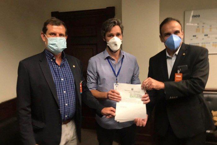 O deputado estadual Coronel Salema, o presidente do Inea, Philipe Campello, e o deputado federal Hugo Leal