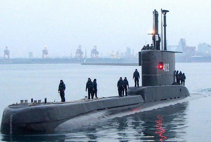 Marinha indonésia busca submarino desaparecido com 53 a bordo