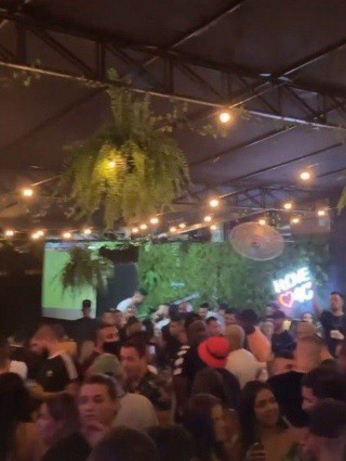 Bar em Piedade causa aglomeração