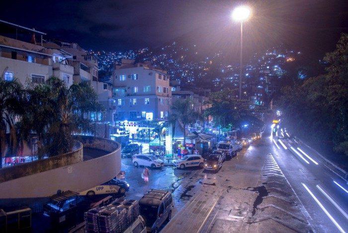 Cerca de 70 mil moradores da Rocinha serão beneficiados com a instalação de 1.500 novas luminárias