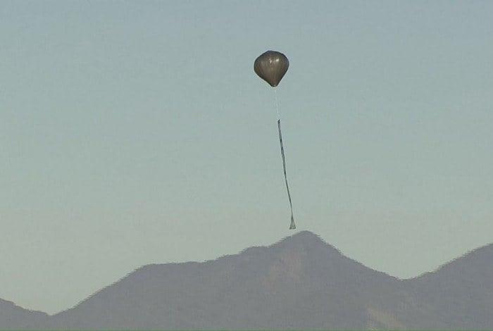Balões vistos no céu da cidade, nesta sexta-feira