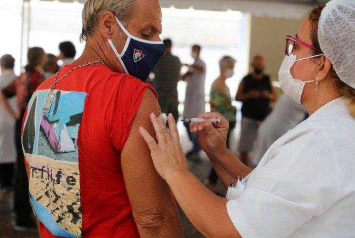SES inicia vacinação de pessoas com autismo, paralisia cerebral e síndrome de Down
