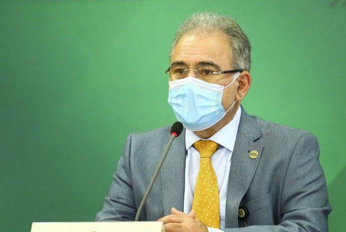 Covid-19: Ministro da Saúde pede 'conscientização' da população após Brasil atingir 400 mil mortos