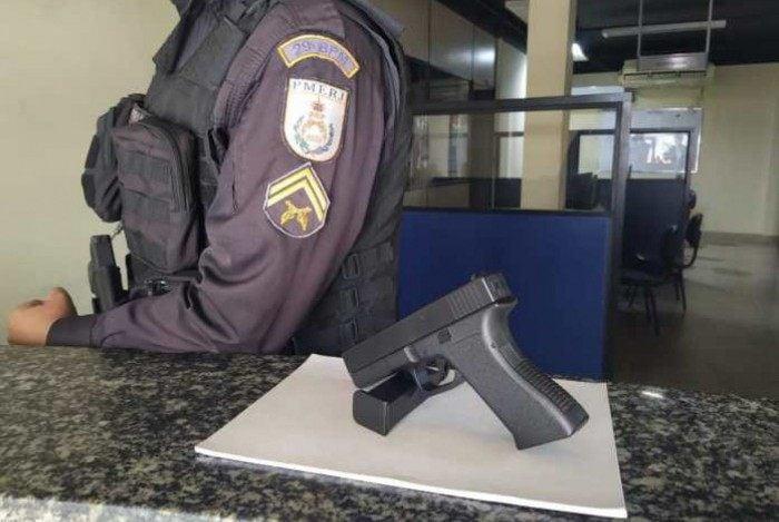 Bom Jesus do Itabapoana: apreensão de pistola falsa durante ação do29º BPM.