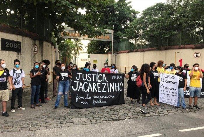Moradores fazem protesto na cidade da polícia após operação no Jacarezinho