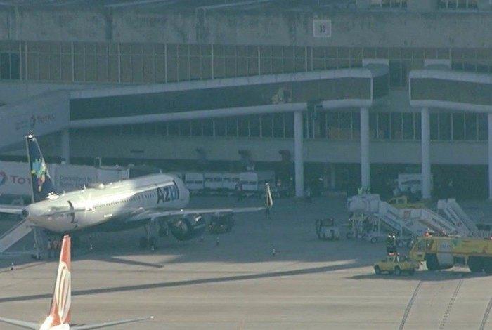 Avião da Azul tem pane elétrica.