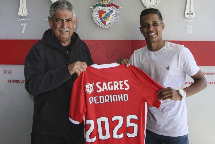 Apontado como uma das maiores revelações recentes do Timão, Pedrinho não emplacou pelo Benfica