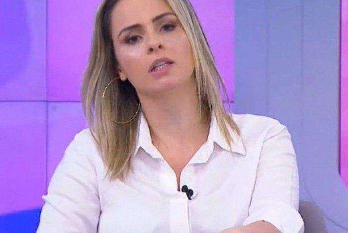 Ana Paula Renaut dá bronca em produção do 'Fofocalizando' ao vivo