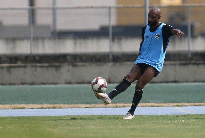 Destaque da Portuguesa no Carioca, Chay tem aproveitado a chance com a camisa do Botafogo, inspirado no ídolo Henry