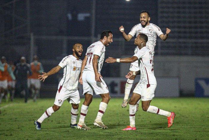 Nenê comemora o belo gol de falta pelo Tricolor, mas não evitou o susto em Bragança Paulista