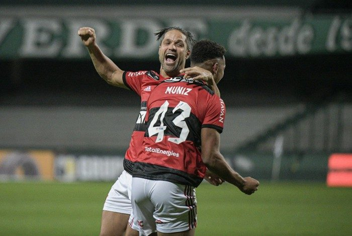 Flamengo x Curitiba, nesta quinta (10)