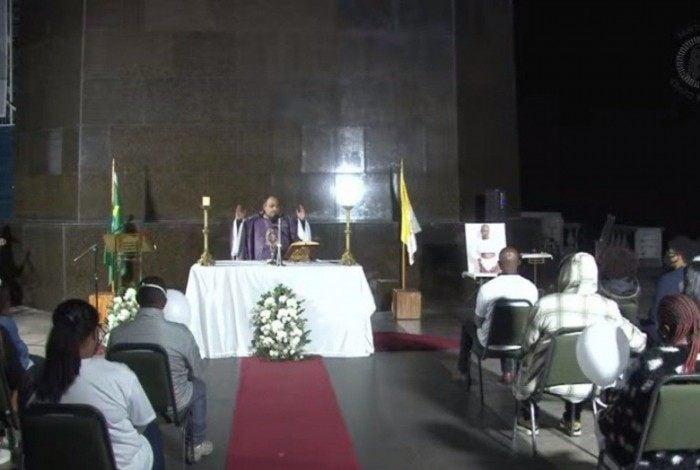 Celebração foi realizada pelo Padre Omar, reitor do santuário