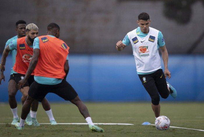 Recuperado de uma lesão na coxa direita, Thiago Silva será uma das novidades contra o Peru