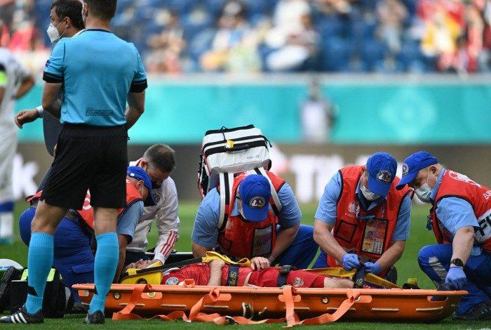 Mário Fernandes sofreu uma forte queda durante o jogo contra a Finlândia, mas teve a suspeita de lesão na coluna descartada