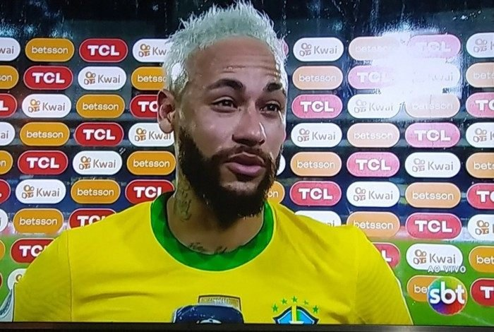 Neymar chora em entrevista