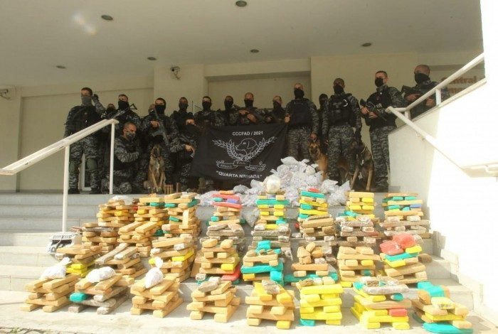Polícia apreende mais de uma tonelada de drogas na operação Coalização do Bem, em várias comunidades do Rio