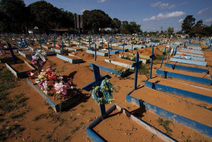 Covid já fez mais de 600 mil mortes no Brasil