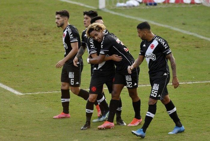 O jogador MT do Vasco comemora gol durante a partida entre Vasco e Confiança, válida pela Série B do Campeonato Brasileiro no estádio São Januário no Rio de Janeiro, RJ. neste sábado (03).