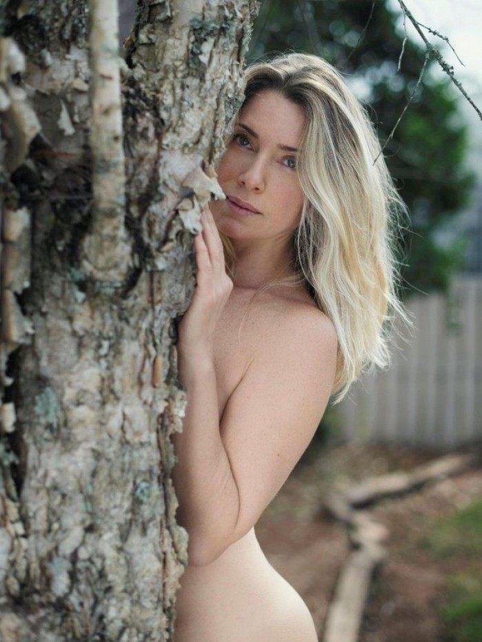 Letícia Spiller posa nua e ganha elogios nas redes sociais