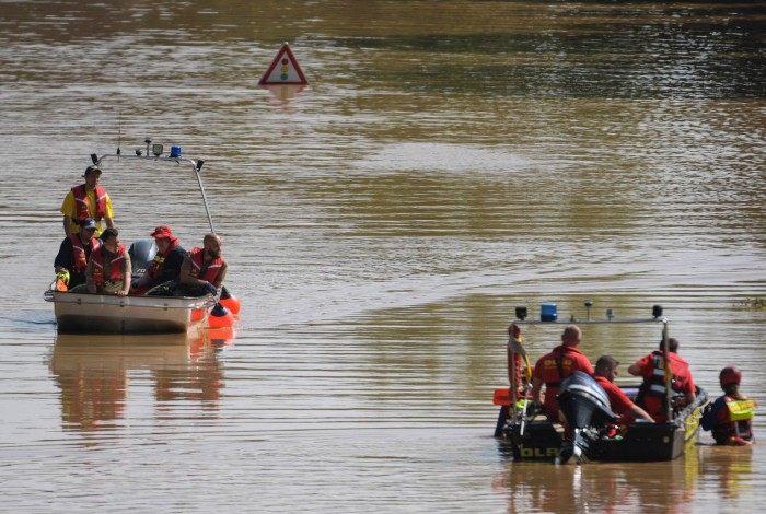 Oeste de Europa se mobiliza diante do desastre provocado por tempestades, que já deixaram mais de 150 mortos