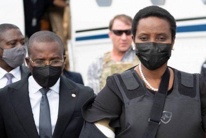 O primeiro-ministro haitiano, Claude Joseph, recebe Martine Moïse, viúva do presidente Jovenel Moïse