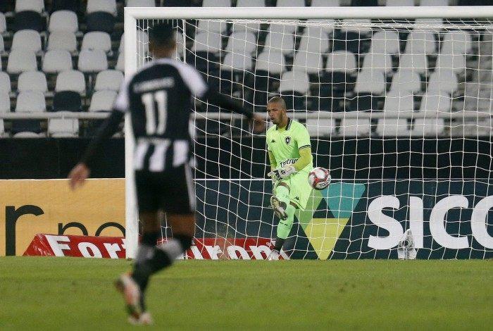 Diego Loureiro crê na evolução com a chegada do novo técnico no Botafogo