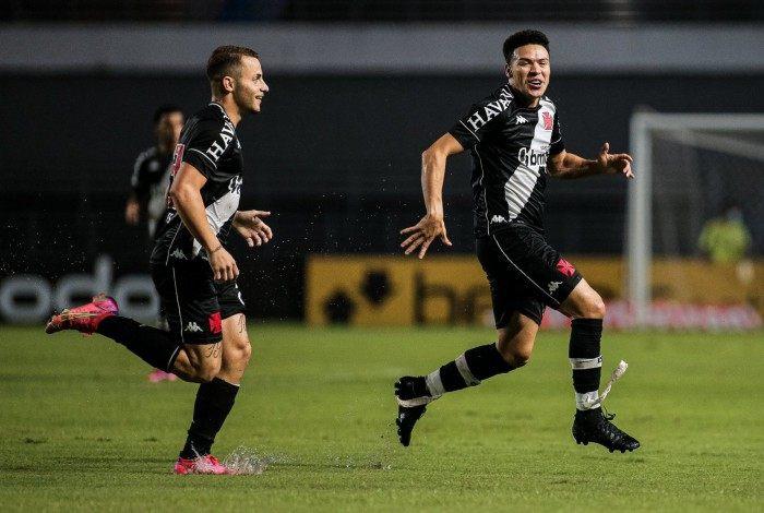 Em posição irregular, Marquinhos Gabriel abriu o placar para o Vasco