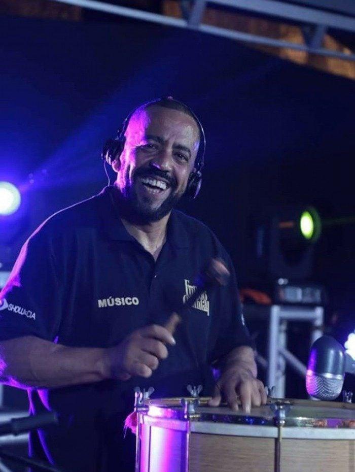 Andre Rocha, percussionista do Fundo de Quintal