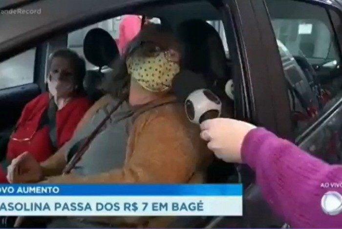 Mulher critica Bolsonaro ao vivo na Record