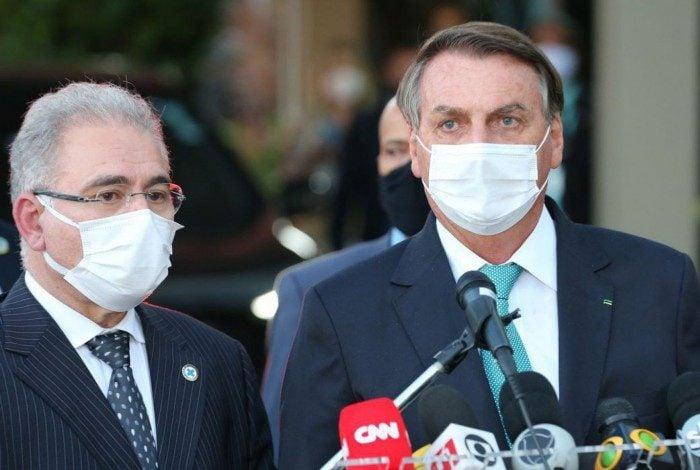O ministro da saúde, Marcelo Queiroga e o presidente da República, Jair Bolsonaro falam à imprensa,após cerimônia de assinatura do termo de colaboração e transferência de tecnologia do laboratório AstraZeneca com a Fiocruz