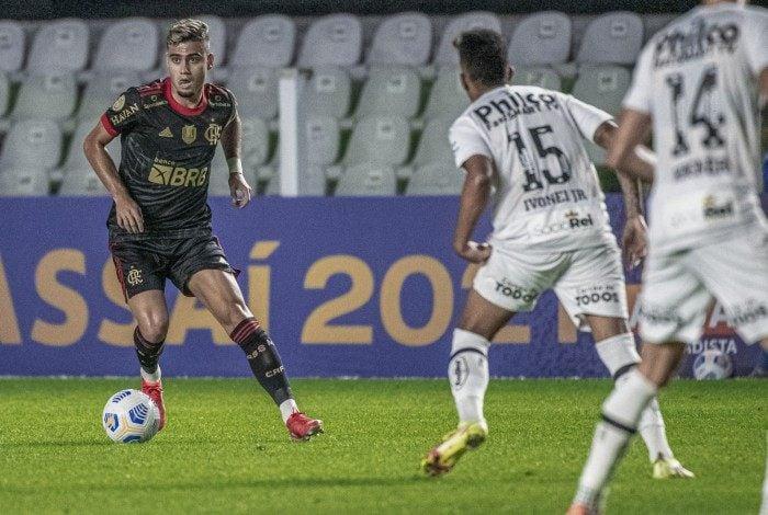 Contratado ao Manchester United, Andreas Pereira deixou a sua marca na estreia contra o Santos