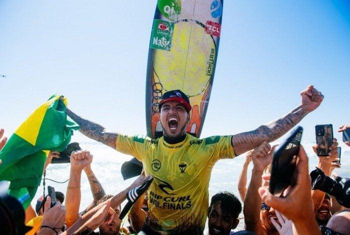 Após a frustração nas Olimpíadas de Tóquio, Gabriel Medina se redime com a inédita conquista do tricampeonato mundial de surfe em Trestles
