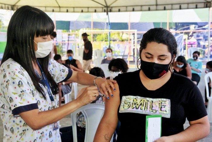 Adolescentes de 12 anos podem procurar os postos de Nova Iguaçu para se vacinarem nesta quarta.