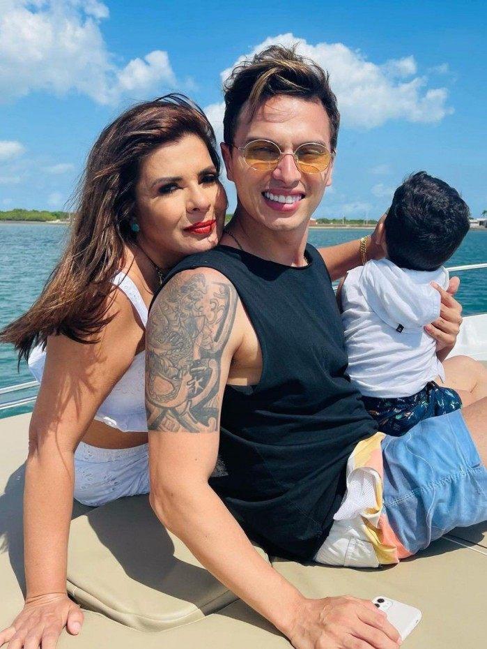 Mara Maravilha mostra viagem com o marido, Gabriel Torres, e o filho, Benjamin