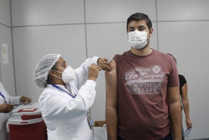 Nova Iguaçu vacina pessoas a partir de 12 anos nesta quinta-feira.