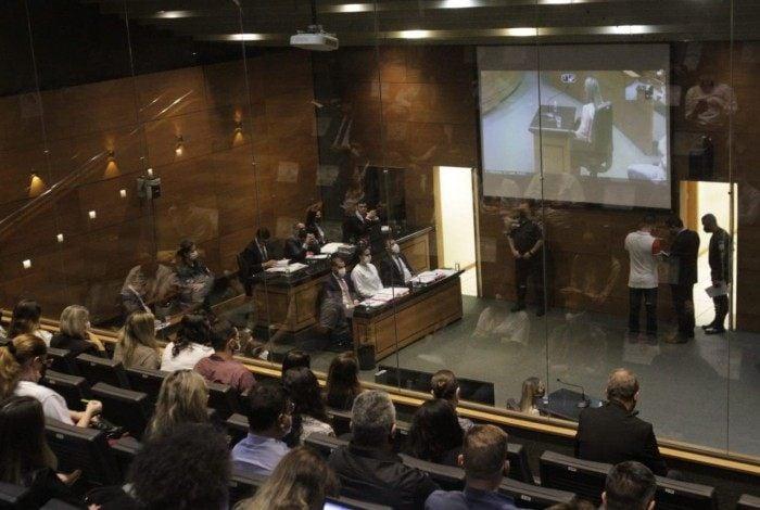 Juíza interrompeu audiência após início de discussão entre promotor do MPRJ e advogado de defesa de Monique Medeiros