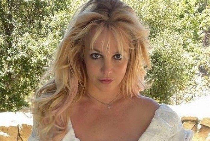 Britney Spears anuncia que está escrevendo livro
