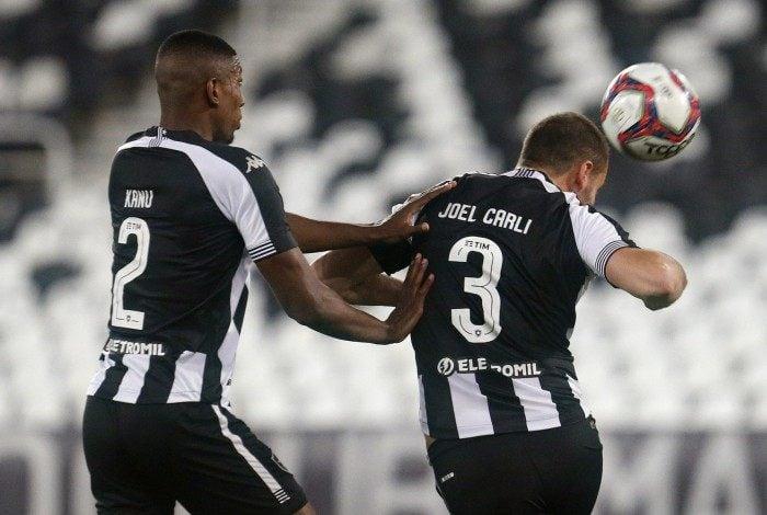 Kanu e Carli formam a dupla de zaga mais eficiente do Botafogo na Série B