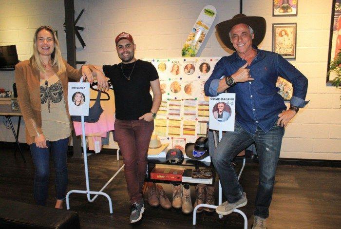 Ator Oscar Magrini e Thaís Pacholek experimentam figurinos para a gravação do Filme Sistema Bruto