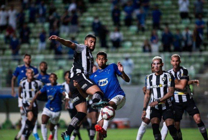 Comentarista do Grupo Globo afirma: 'Se o Botafogo ganhar em casa e empatar fora vai subir'