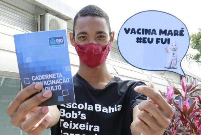 Vacinação em massa contra Covid-19 dos moradores do Complexo da Maré