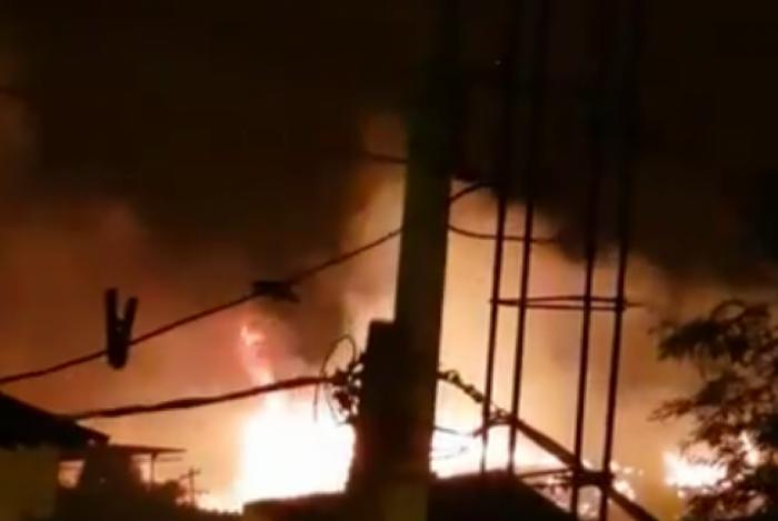Incêndio atinge mata na Praça Seca