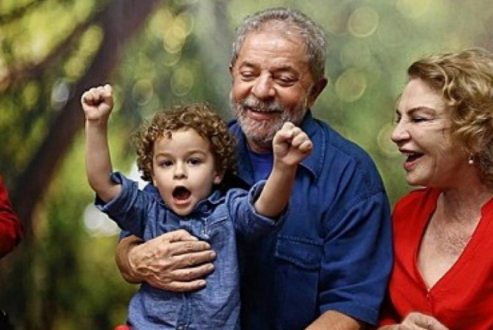 Neto do ex-presidente Lula morreu aos 7 anos, de meningite
