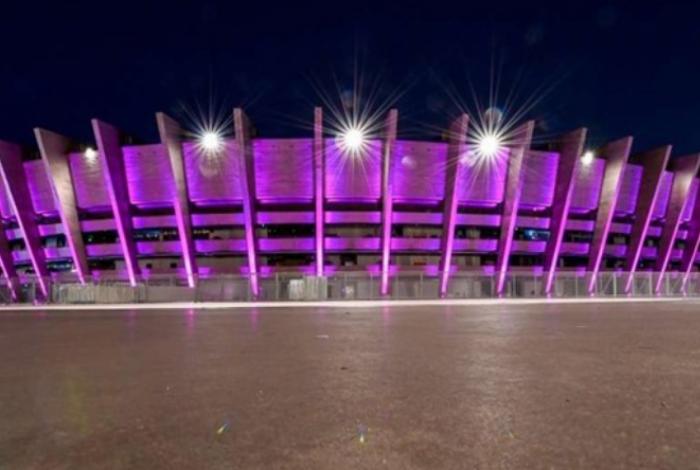 Mineirão usou luzes de LED para criar uma 'ambientação especial' para a chegada dos extraterrestres