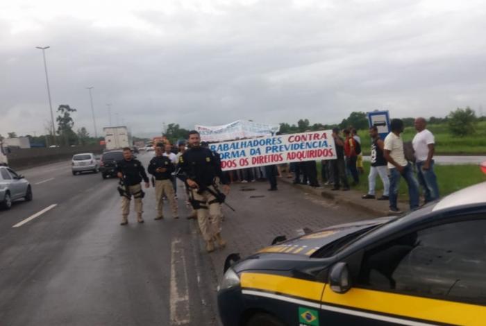Manifestantes protestam contra a Reforma da Previdência na Washington Luís