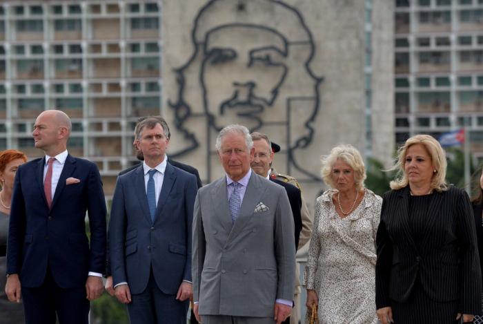 O príncipe Charles e sua mulher, Camila, aterrissaram no domingo em Havana para a primeira visita oficial da família real britânica ao país.