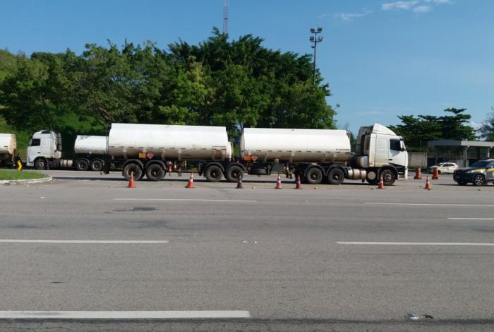 Três carretas são apreendidas com 135 mil litros de etanol